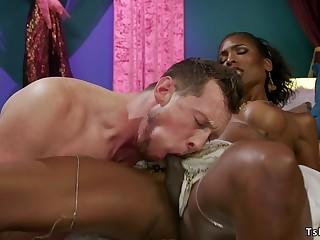 Big ass ebony shemale sodomized bangs man