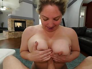 Blonde whore blows cock until its last drop for cum