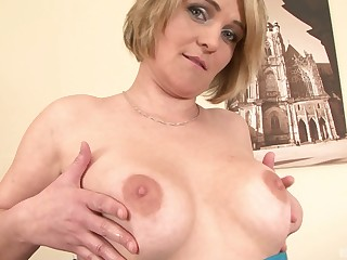 Mature amateur peaches MILF Luisa ass fucked by a big perfidious dick