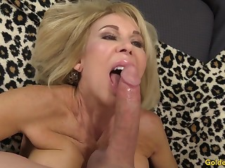 Horny Beggar Vernacular Succeed in Barely acceptable of Grandma Erica Lauren with the addition of Her Mature Pussy