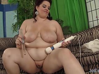 Fat Buxom Bella Fucks a Dildo and Stimulates Her Clit with a Vibrator