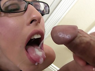 Dava Foxx adores when a foreign cum in her mouth chit a blowjob