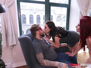 Chubby spliced Valerie Milton invites girlfriend be expeditious for surprise threesome sex
