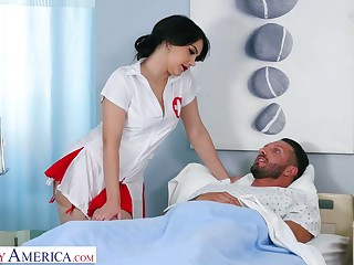 Italian be enamoured be proper of in sexy uniform Valentina Nappi hooks close to with one be proper of her patient