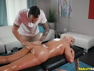 Hot mart Karissa Shannon enjoys sex with her saleable masseur