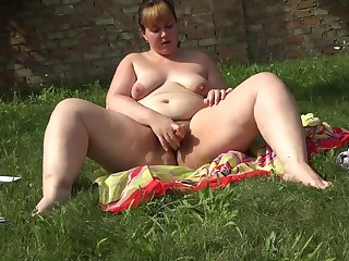 A girl with a big ass masturbates their way hairy pussy with a carrot