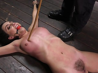 Roxanne Rae enjoys be transferred to BDSM sexual congress jollification on be transferred to floor while she is tied