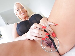 Blonde mature daughter Alura pleasuring myself more a lot of toys
