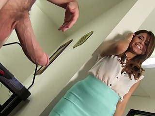 Resoluteness Isabella's pussy be able to handle the unquestionably erected cock?