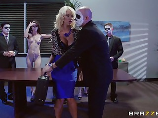 Blonde follower groupie Courtney Taylor fucked at hand the situation by two guys