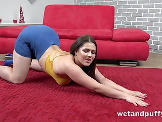 Young chubby brunette Serenya Gomez is pumping pussy in advance toying