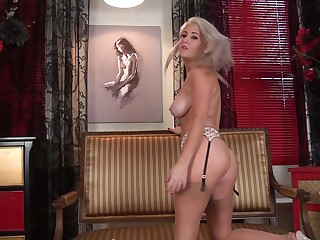 Simple boobs blonde chick Lu Elissa spreads her legs to play